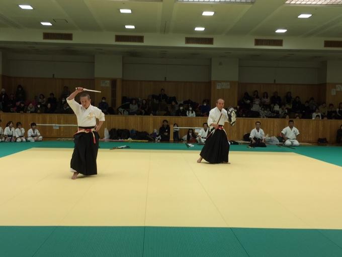 平成29年12月10日 第92回関西大会 左: 青木昭範士 八段受験、右:大石嘉光範士 九段補受験